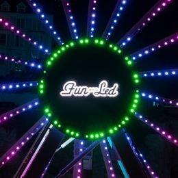 Ferris Wheel Fun-Screen Display